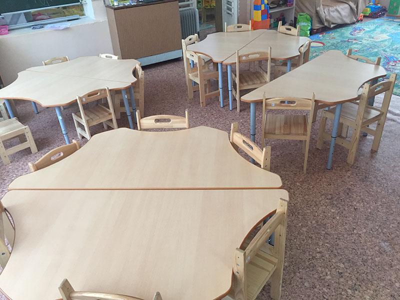 наши стулья из массива в детском саду